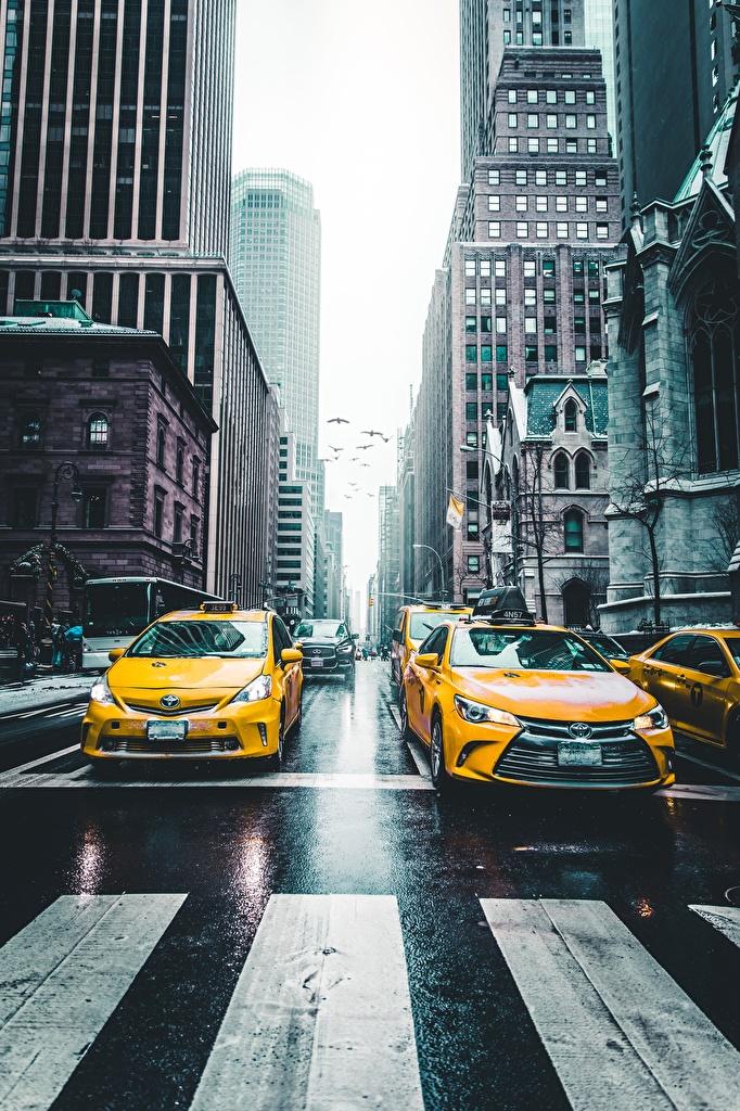 Foto New York City Taxi - Autos Vereinigte Staaten NY taxi Straße Straße Autos Städte  für Handy USA Wege Stadtstraße auto automobil