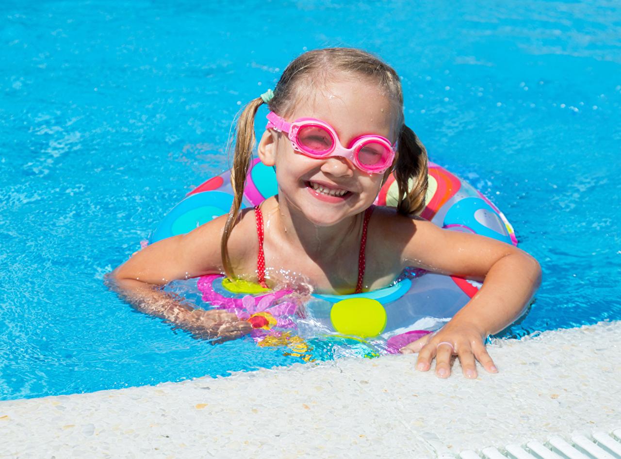 Image Little girls Swimming bath Smile child Glasses Pools Children eyeglasses