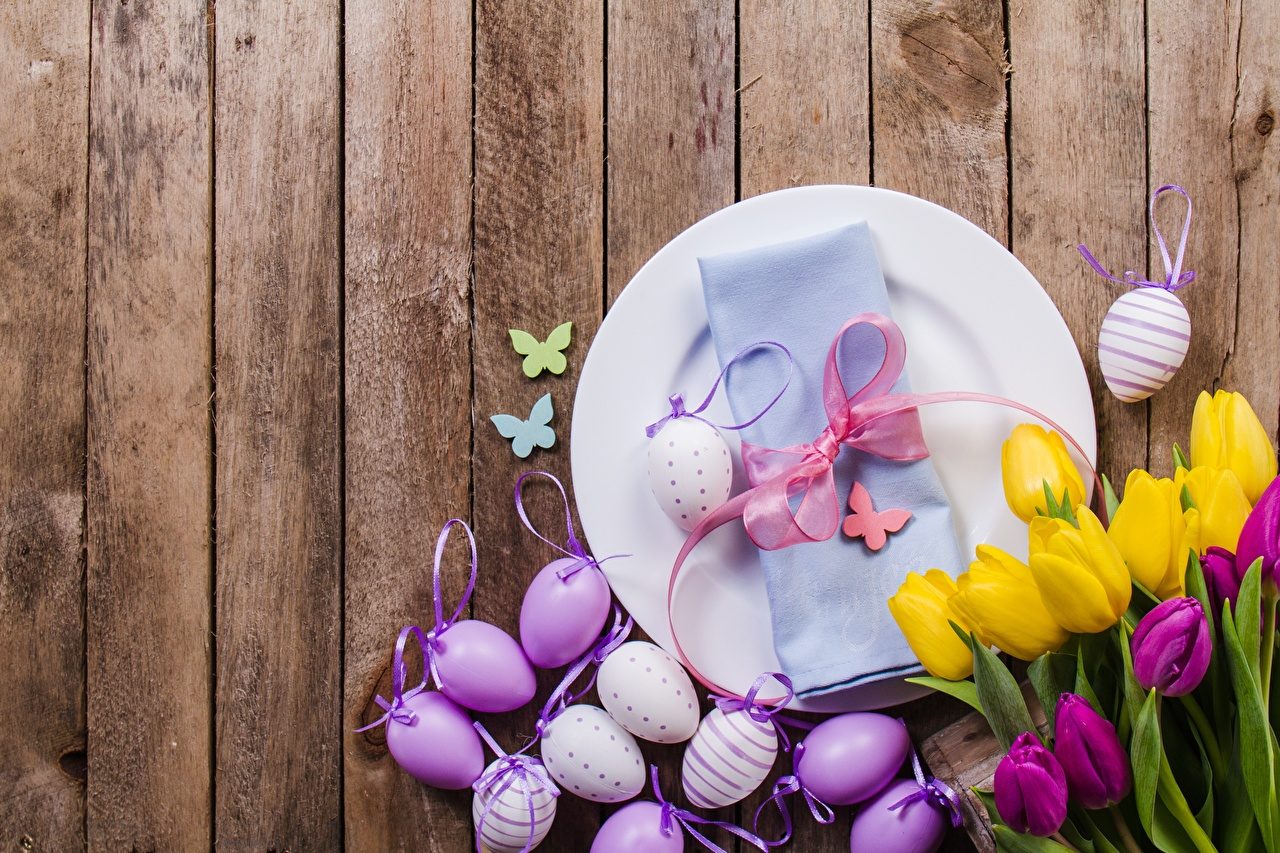 Pictures Easter egg tulip flower Plate bow knot boards Eggs Tulips Flowers Bowknot Wood planks