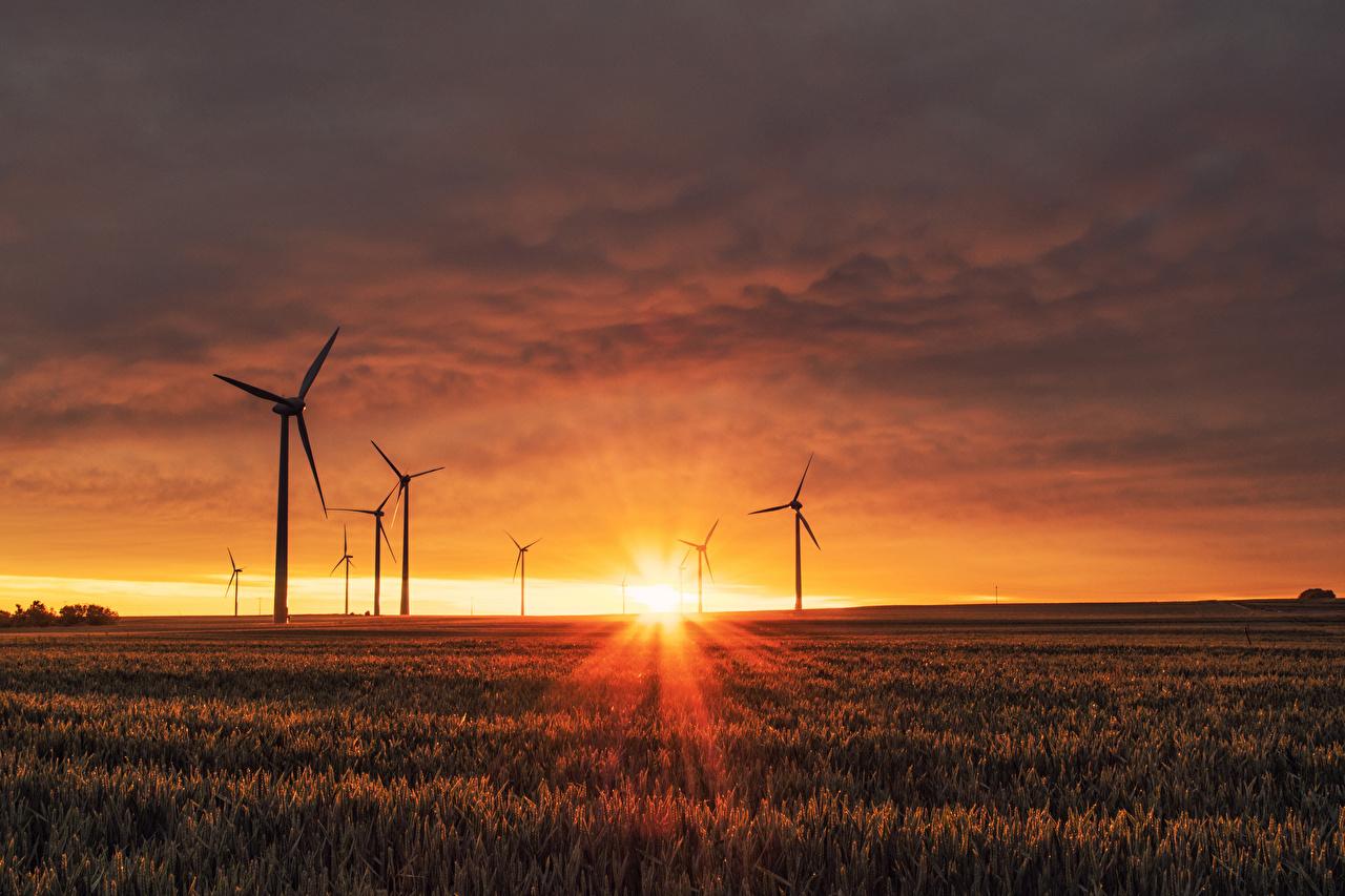 Bilder Lichtstrahl Windkraftanlage Natur Sonne Felder Landschaftsfotografie Sonnenaufgänge und Sonnenuntergänge Acker