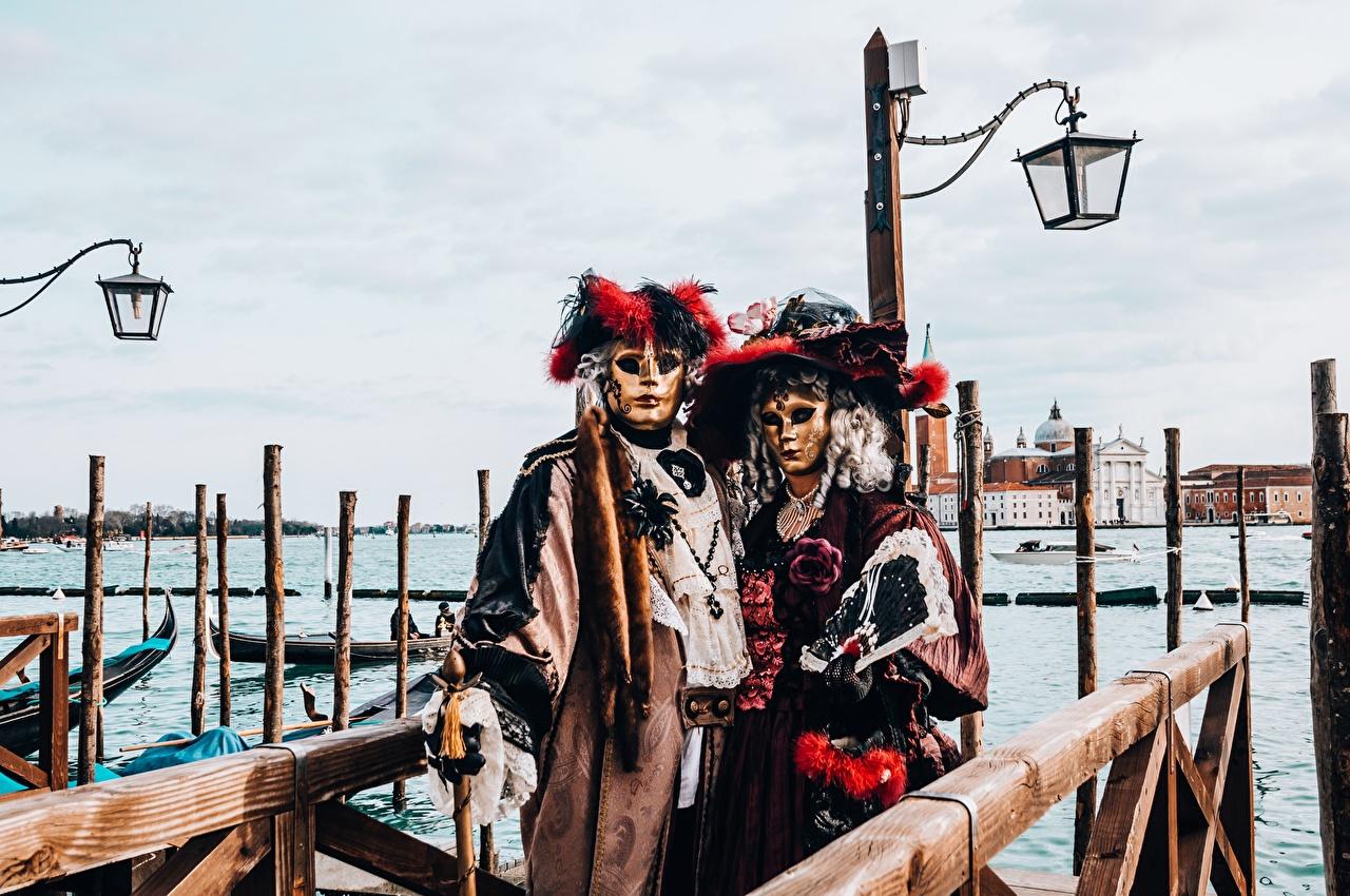 Skrivebordsbakgrunn Venezia Italia Hatt To 2 maske Gatebelysning Karneval og maskerade Masker Gatelykter