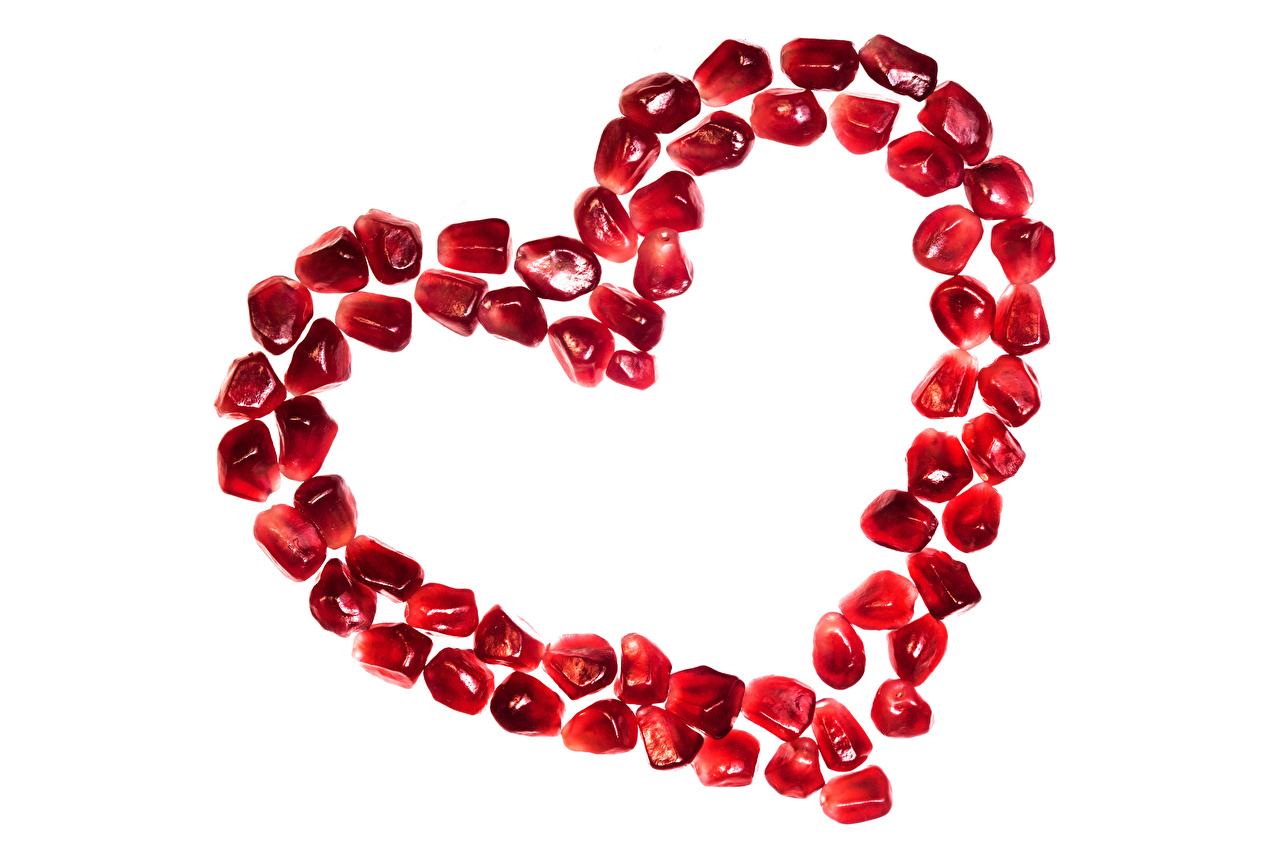 Desktop Hintergrundbilder Valentinstag Herz Getreide Granatapfel das Essen Weißer hintergrund Lebensmittel