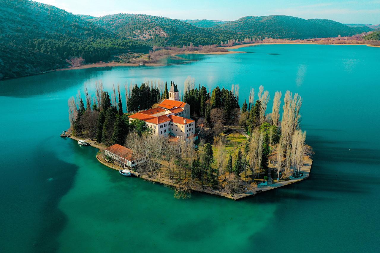 Tapeta Chorwacja Krka National Park Natura park Wyspa Wzgórze Zatoka Domy przyroda Parki wzgórza zatoki budynki budynek
