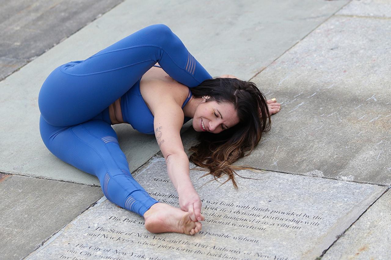 Desktop Wallpapers sports Fitness Gymnastics young woman Ass buttocks Legs Sport athletic Girls female