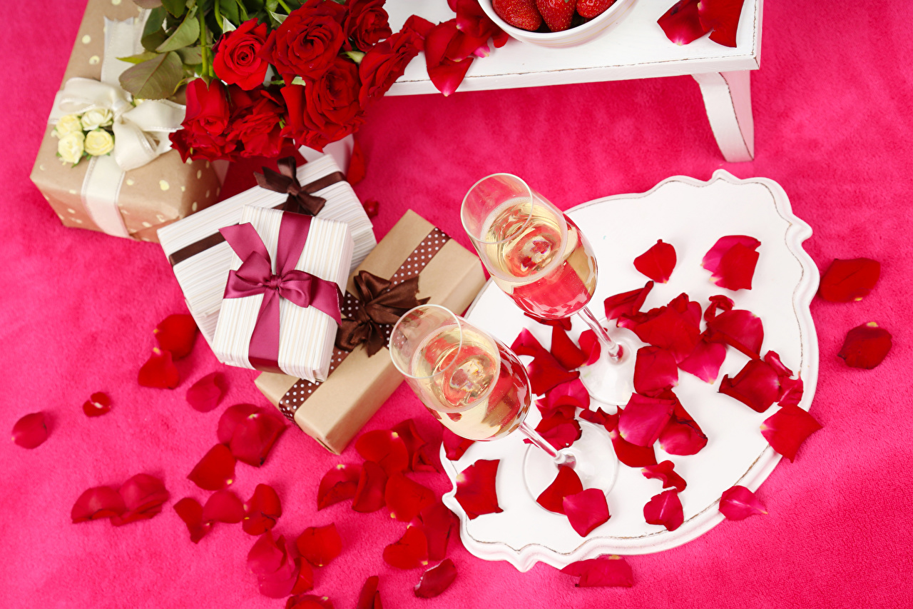 Photos Roses Petals Champagne Gifts Flowers Food Stemware Holidays Colored background Sparkling wine present