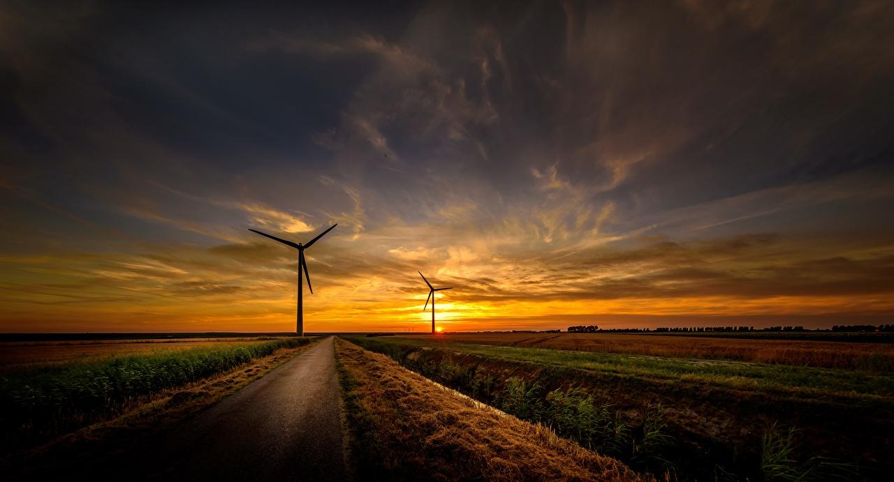 Skrivebordsbakgrunn vindturbin Natur Veier himmelen Soloppganger og solnedganger Vindkraftverk vei Himmel daggry og solnedgang