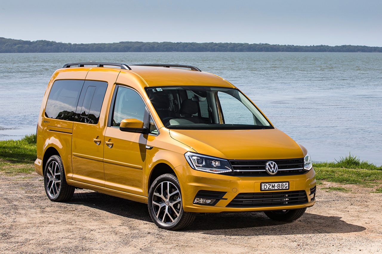 Fotos von Volkswagen 2019 Caddy Beach Maxi Gelb Autos Metallisch
