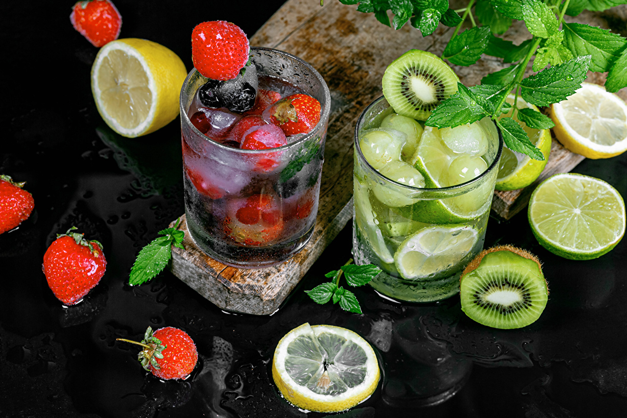 Pictures Lime Lemonade Kiwi Lemons Strawberry Highball glass Food Drinks Kiwifruit Chinese gooseberry drink