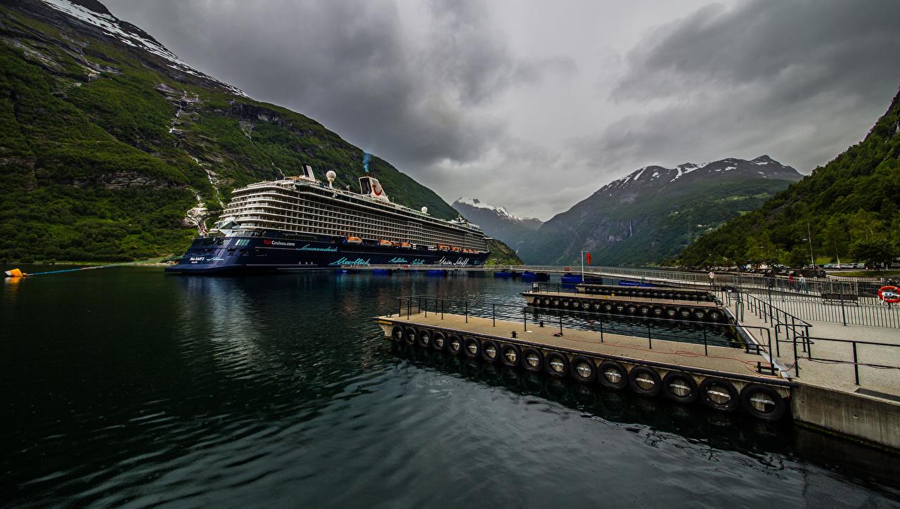Fotos Norwegen Kreuzfahrtschiff Geiranger Berg Natur Bootssteg Gebirge Seebrücke Schiffsanleger