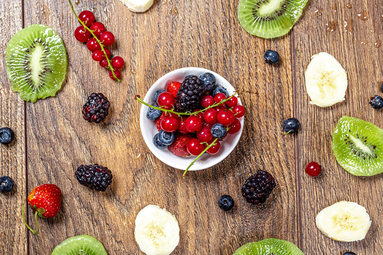 Wallpaper Bowl Currant Kiwifruit Blackberry Strawberry Blueberries Food Berry boards Kiwi Chinese gooseberry Wood planks