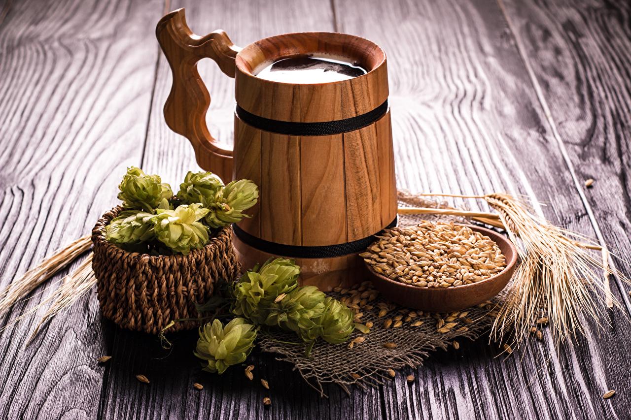 Bilder von Bier Echter Hopfen Ähre Getreide Weidenkorb Becher Lebensmittel Bretter
