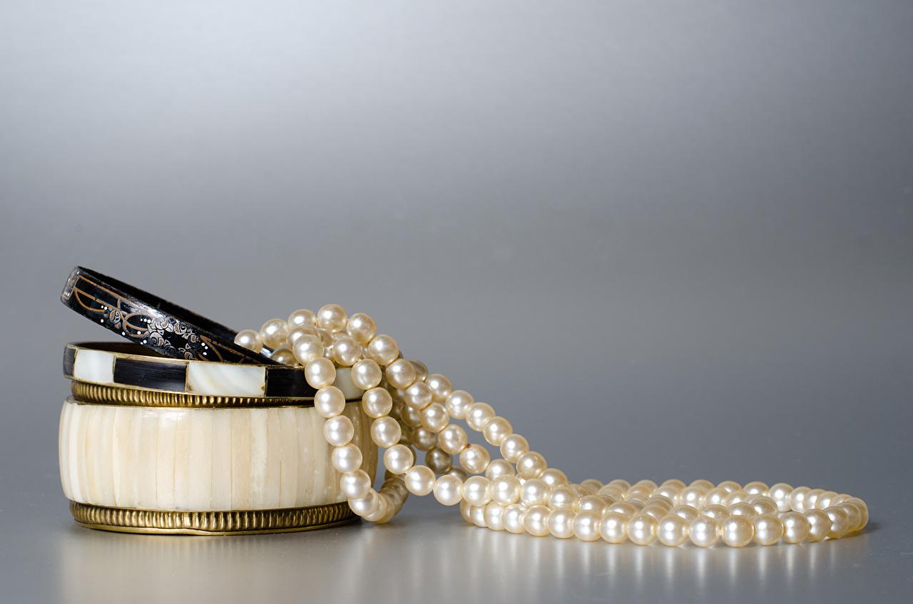 Photo Pearl Gray background Jewelry