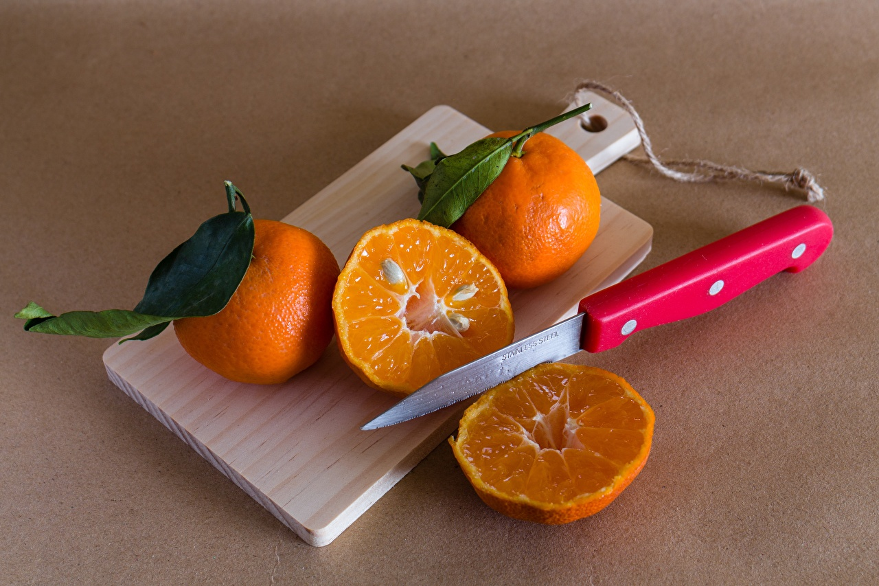 Картинка лист Нож Мандарины Продукты питания Разделочная доска Листва Листья ножик Еда Пища разделочной доске