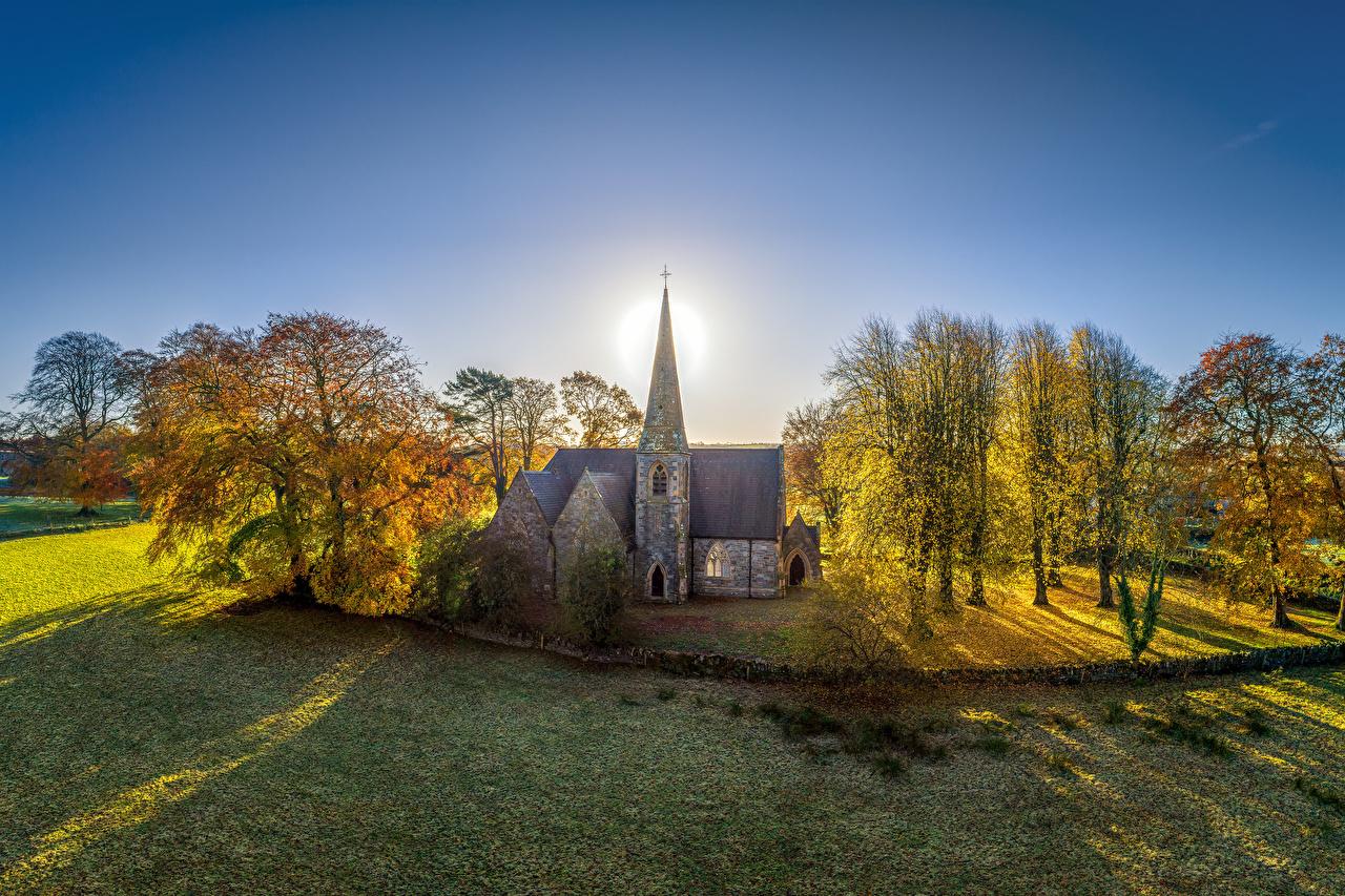 Bilder Kirche Vereinigtes Königreich Northern Ireland, Tyrone Natur Sonne Herbst Bäume Kirchengebäude