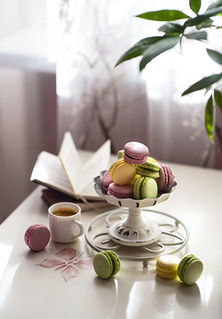 Foto Macaron unscharfer Hintergrund Mehrfarbige Kaffee Tasse das Essen  für Handy macarons Bokeh Bunte Lebensmittel