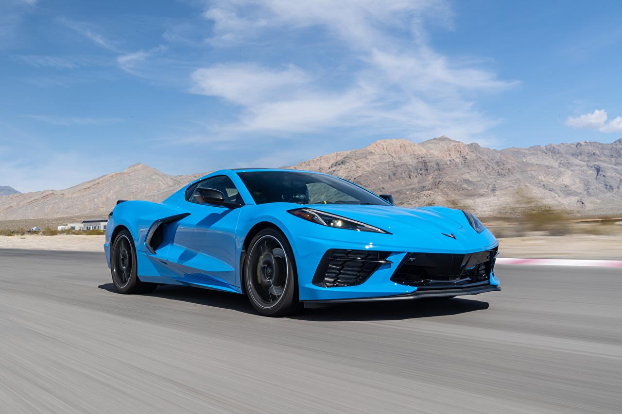 Foto's Chevrolet 2020 Corvette Stingray Z51 Lichtblauw snelheid auto's Beweging rijdende bewegende Auto automobiel