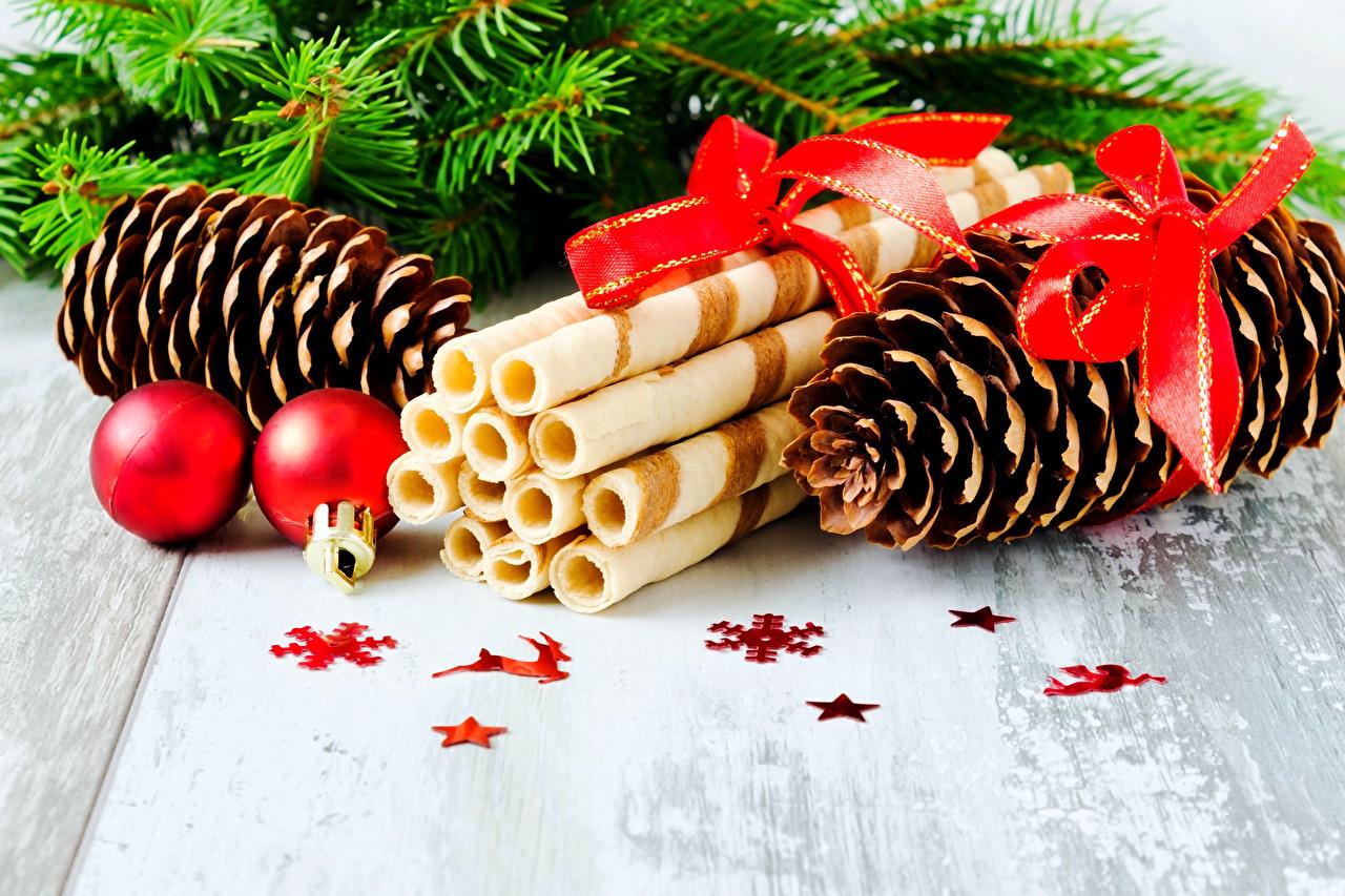 Bilder Neujahr Kekse Kugeln Zapfen Schleife Lebensmittel