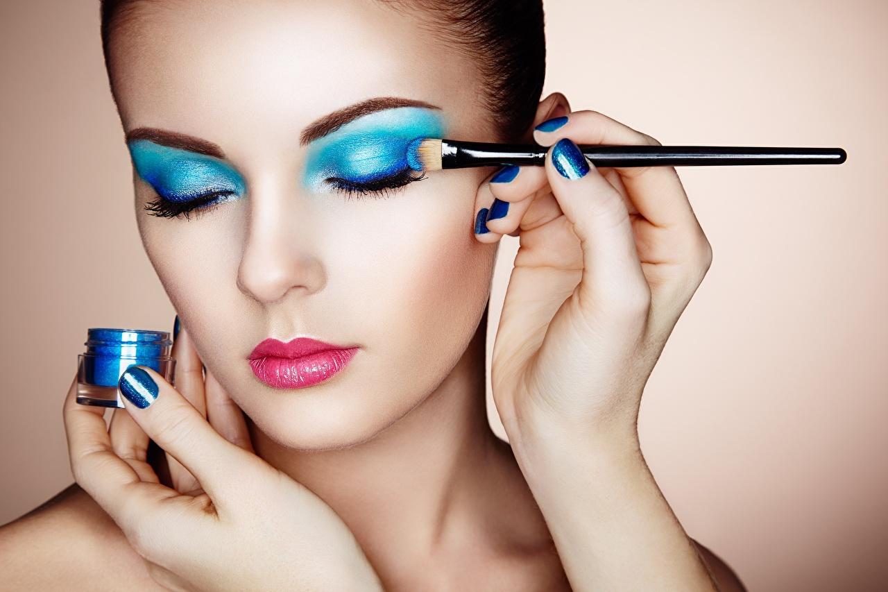 Foto's Make up Oleg Gekman Gelaat Jonge vrouwen Penseel Handen gezicht jonge vrouw hand