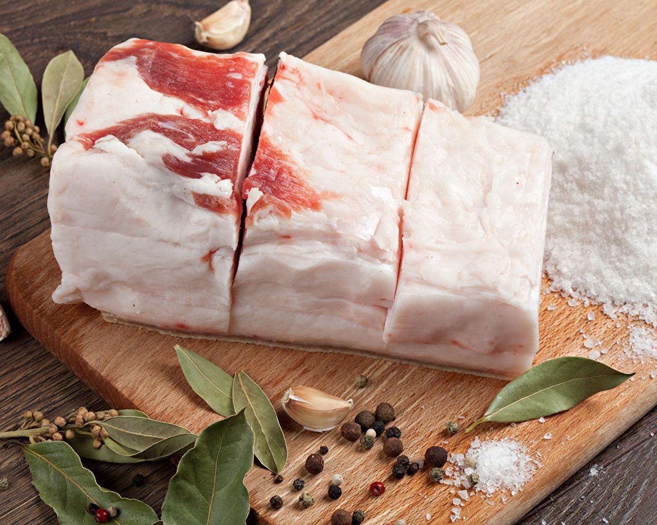Fotos Schwarzer Pfeffer Salo - Lebensmittel Salz Knoblauch Gewürze Lebensmittel Schneidebrett