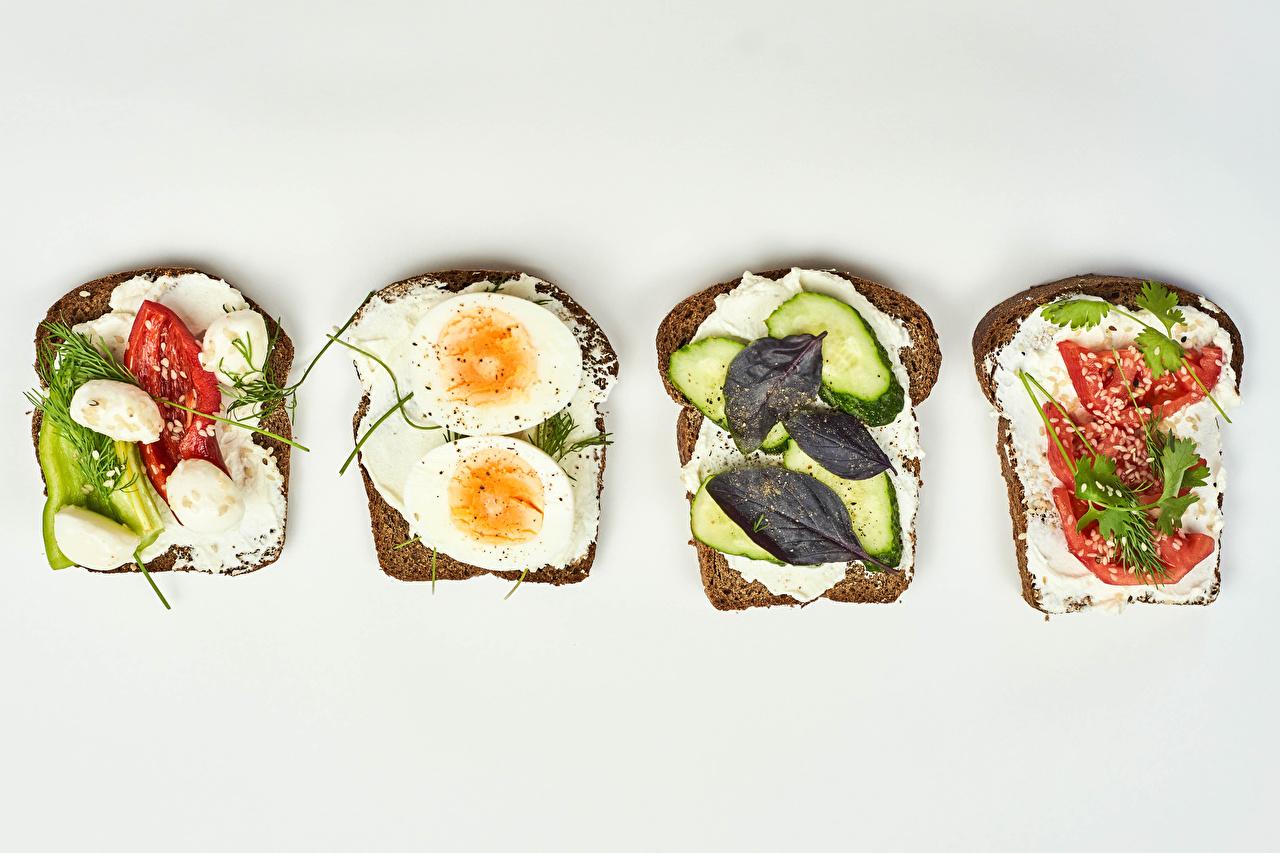 Skrivebordsbakgrunn egg Ost Brød Butterbrot Mat Grønnsaker Hvit bakgrunn Egg
