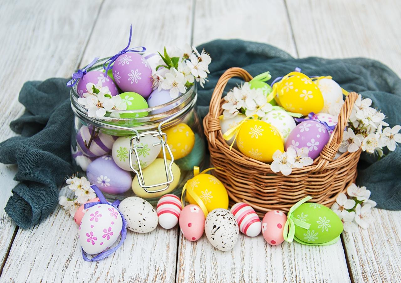 Pictures Easter Eggs Jar Wicker basket boards egg Wood planks