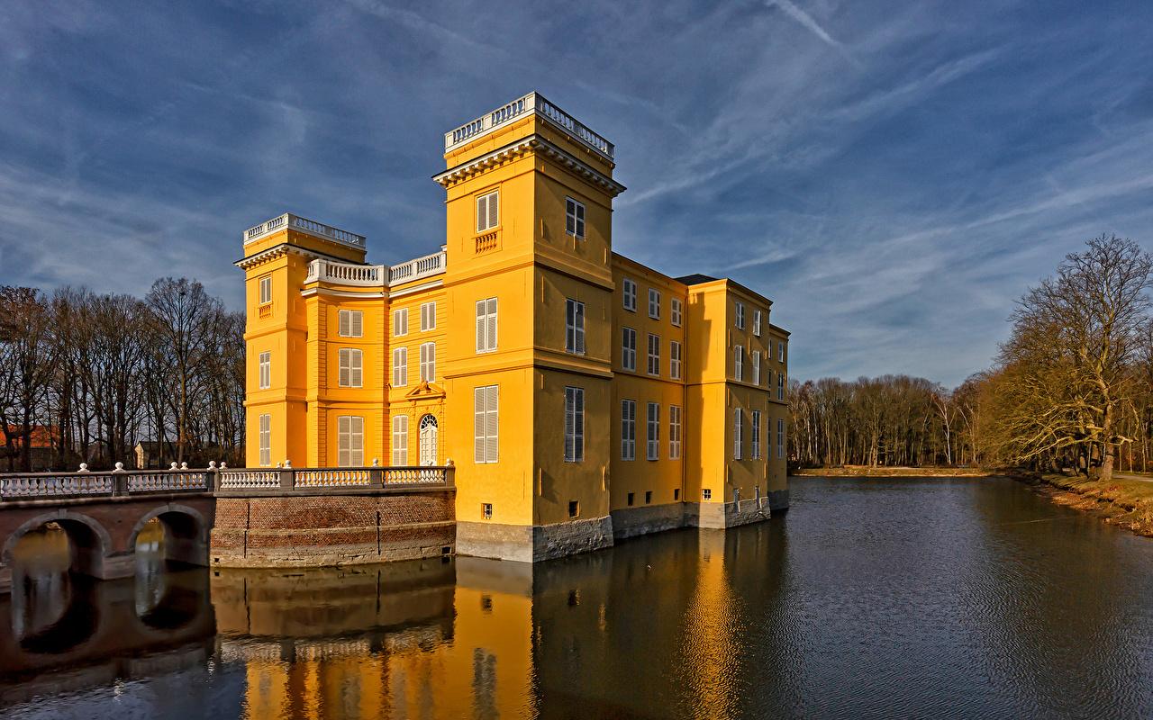 Desktop Hintergrundbilder Belgien D'Ursel Castle Burg Natur Teich