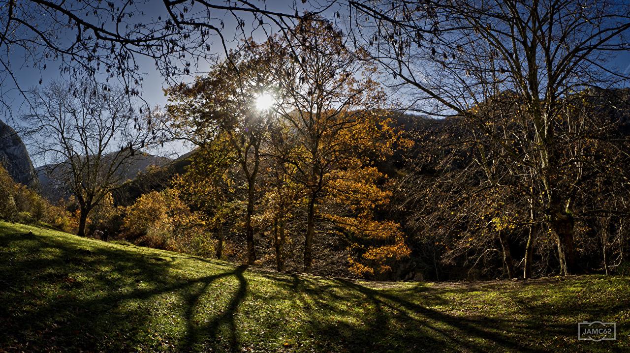 Desktop Hintergrundbilder Spanien Asturias Berg Sonne Natur Herbst Bäume Gebirge