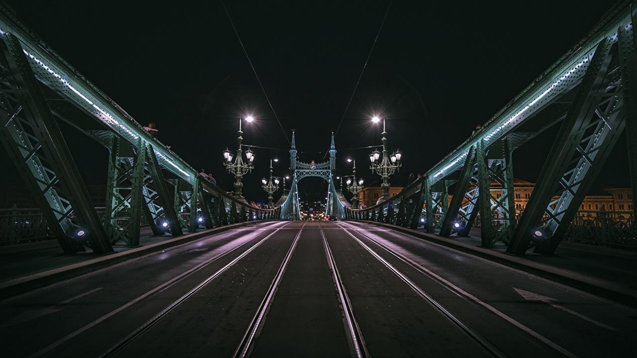 Desktop Hintergrundbilder Budapest Ungarn Brücken Nacht Städte Brücke