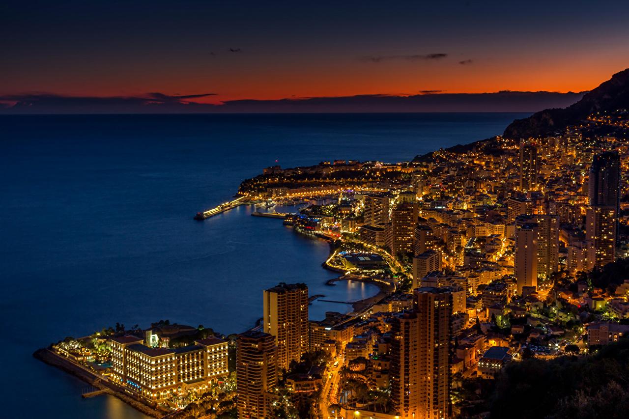 Afbeelding Monte Carlo Monaco Saint-Roman Nacht Een baai Wolkenkrabbers Steden gebouwen wolkenkrabber gebouw Huizen een stad