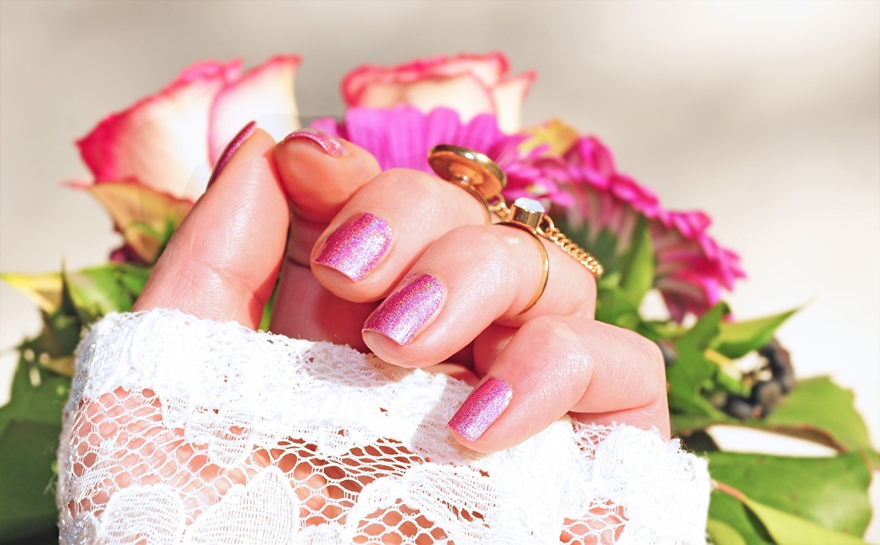Pictures Manicure Roses Gold color Ring Hands Fingers Closeup rose jewelry ring