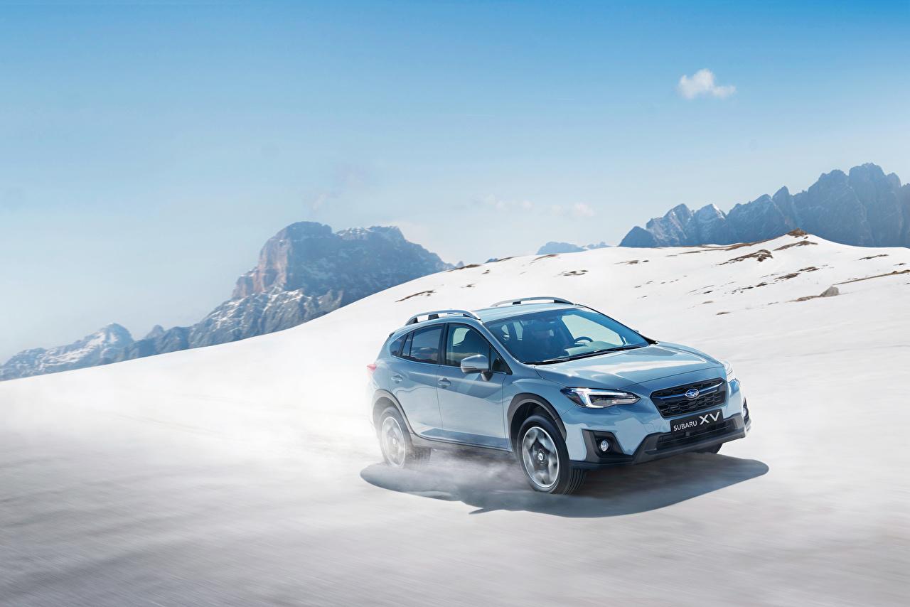 Bilder von Subaru 2017-18 XV Worldwide Hellblau fahren Schnee auto Metallisch fährt Bewegung fahrendes Geschwindigkeit Autos automobil