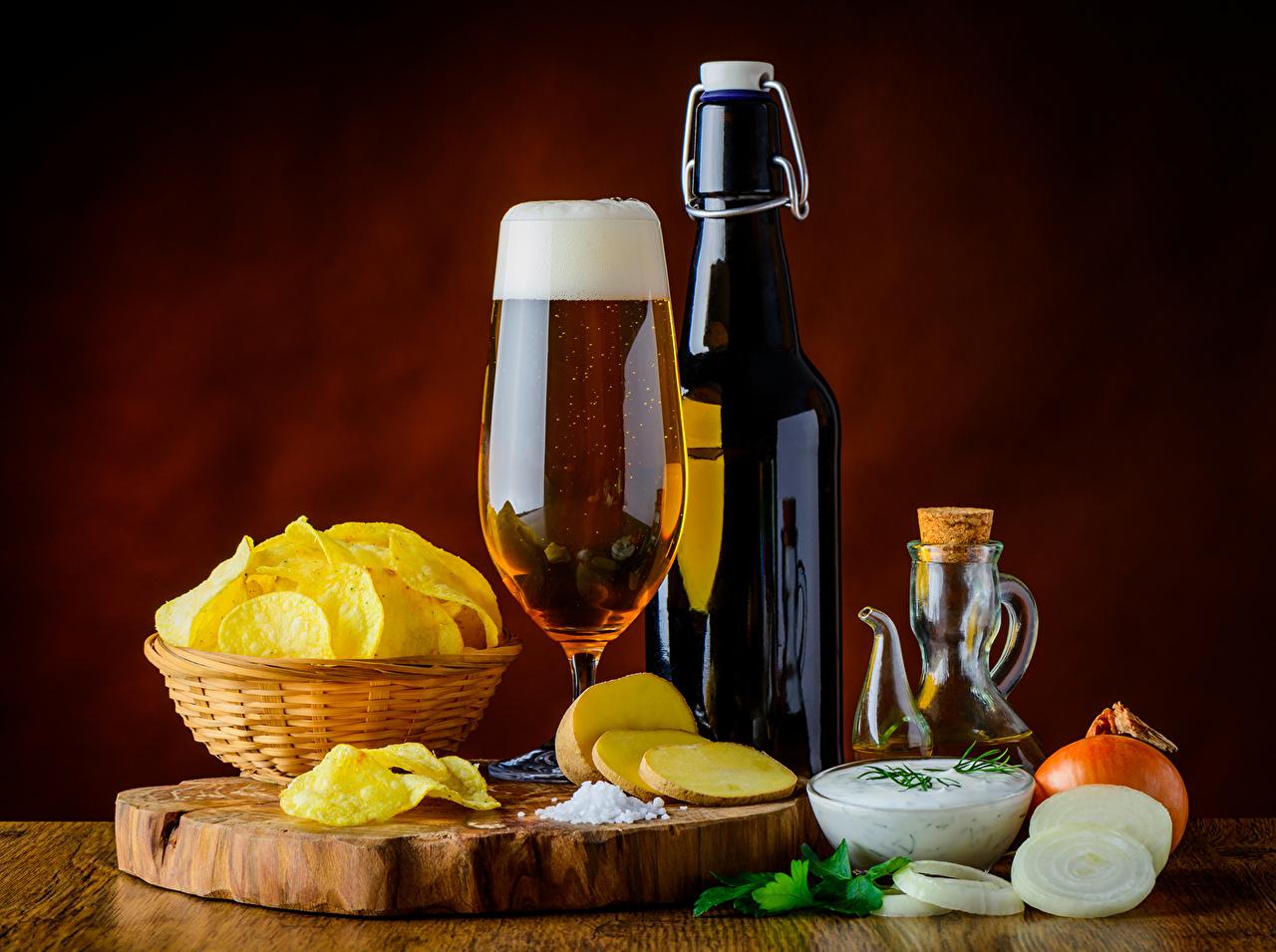 、ビール、玉葱、瓶、ワイングラス、ポテトチップス、��マネギ、食品
