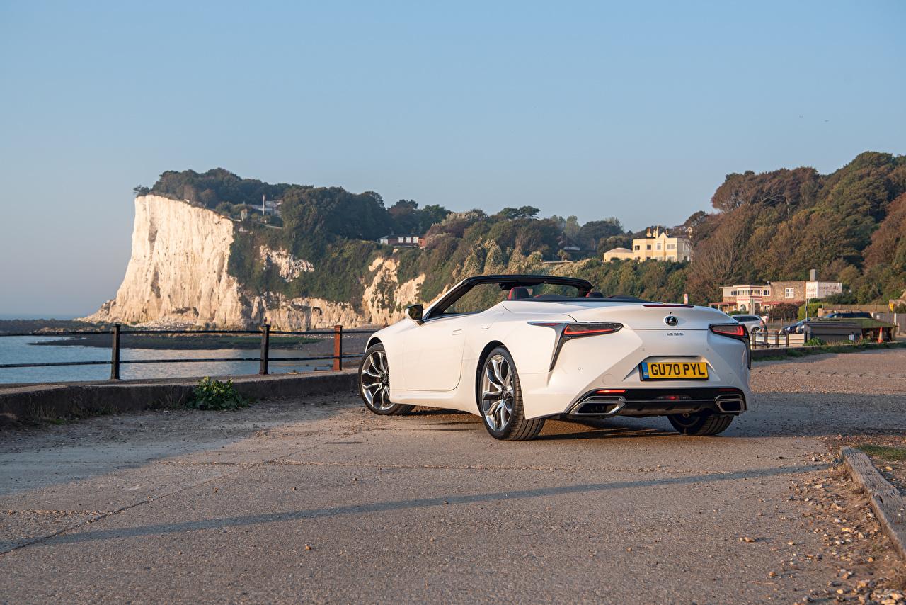 Desktop Hintergrundbilder Lexus LC 500 Convertible, UK-spec, 2020 Cabrio Weiß auto Hinten Metallisch Cabriolet Autos automobil
