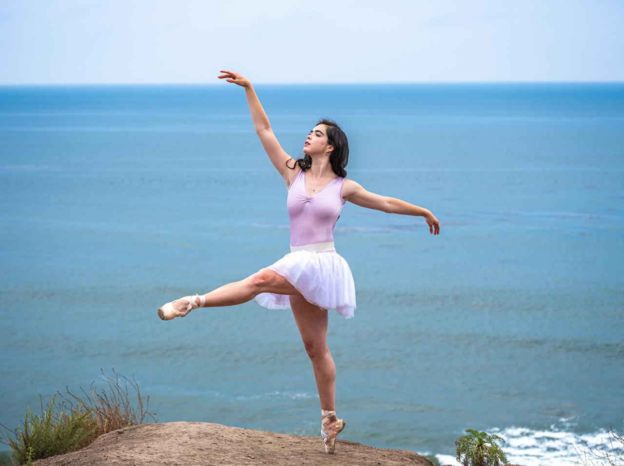 Bilde Ballett danser Posere ung kvinne Ben kystlinje Dans Unge kvinner Kyst