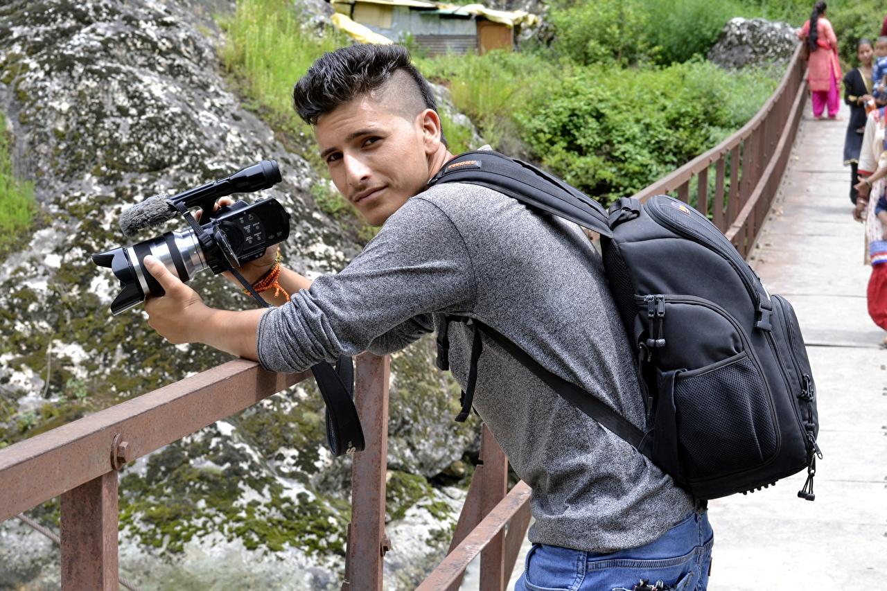 Fotos Mann Fotoapparat Photograph Natur Starren Fotograf Blick
