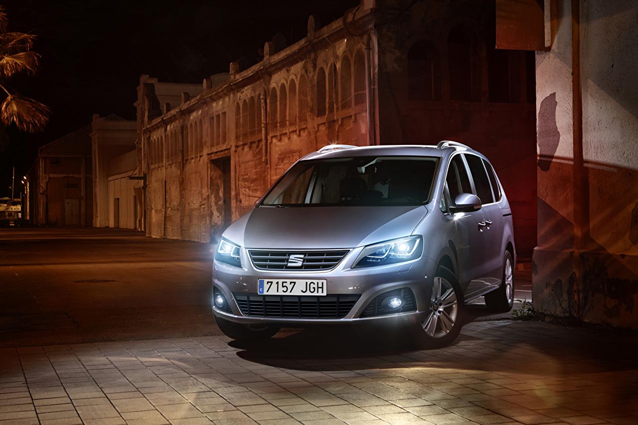 Fotos 2016 Seat Alhambra Silber Farbe Autos Nacht Vorne auto automobil