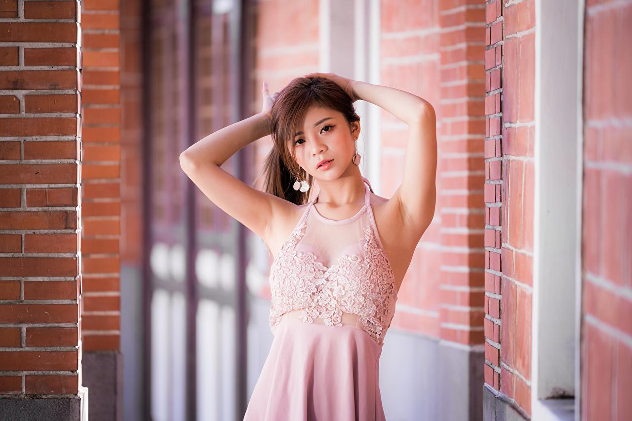 Asiático Pose Vestido Mano Contacto visual mujer joven, mujeres jóvenes, asiática, posando Chicas