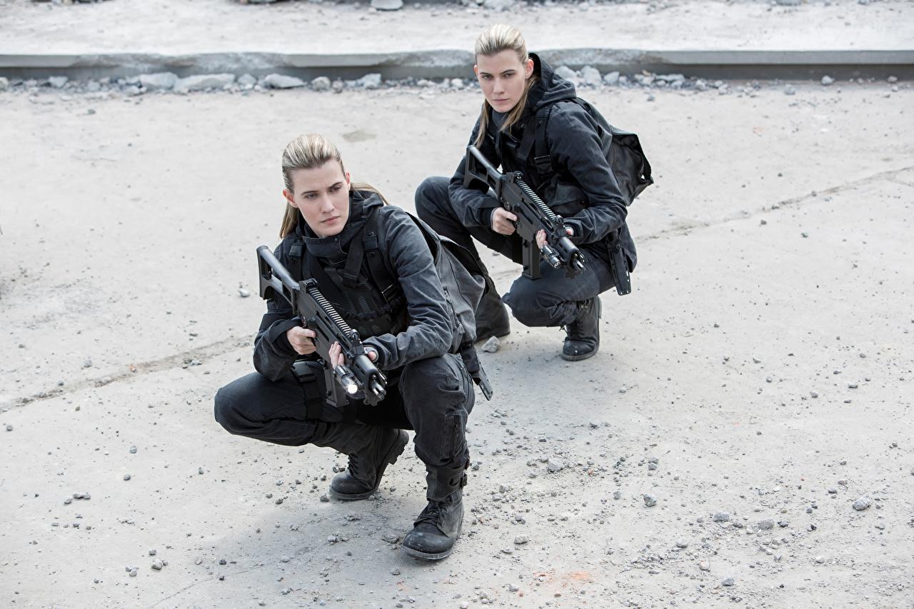 Bilder von Die Tribute von Panem – The Hunger Games Sturmgewehr Kim Ormiston, Misty Ormiston, Mockingjay - Part-2 Mädchens Film
