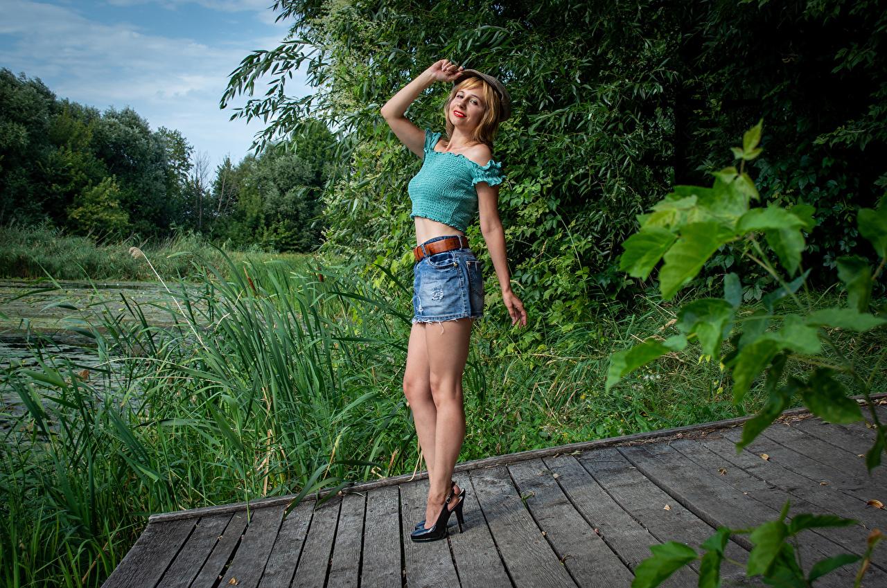 Bilder von Victoria Borodinova Rock Blond Mädchen Pose Bluse junge frau Bein baseballkappe Blondine posiert Mädchens junge Frauen Baseballcap baseballmütze