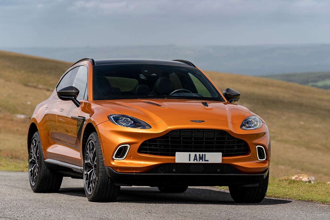 Desktop Hintergrundbilder Aston Martin Crossover DBX, North America, 2020 Orange auto Vorne Metallisch Softroader Autos automobil