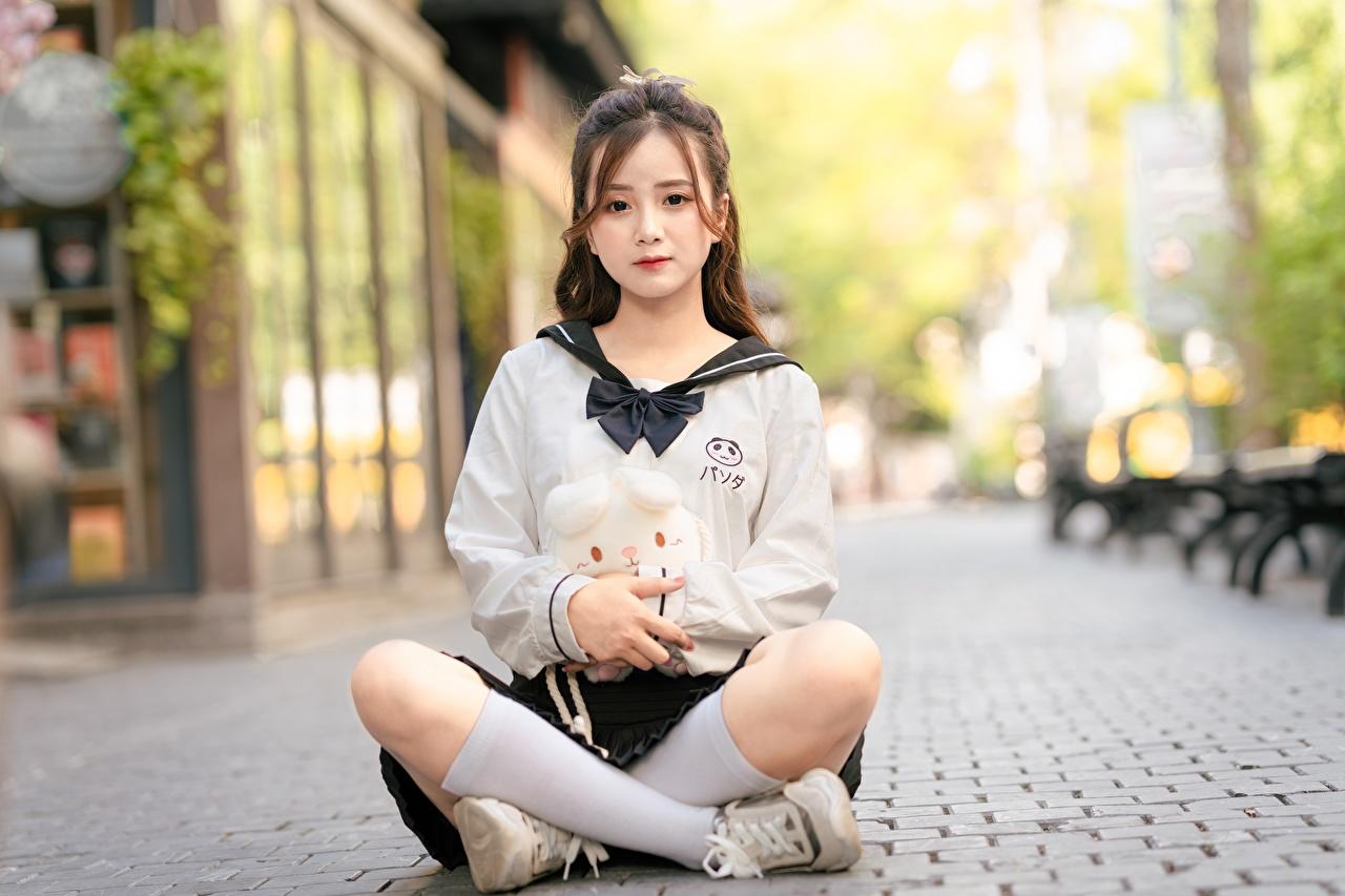 Foto Lotossitz Long Socken Braunhaarige Bokeh Mädchens Bein asiatisches Sitzend Lotussitz Braune Haare unscharfer Hintergrund junge frau junge Frauen Asiaten Asiatische sitzt sitzen