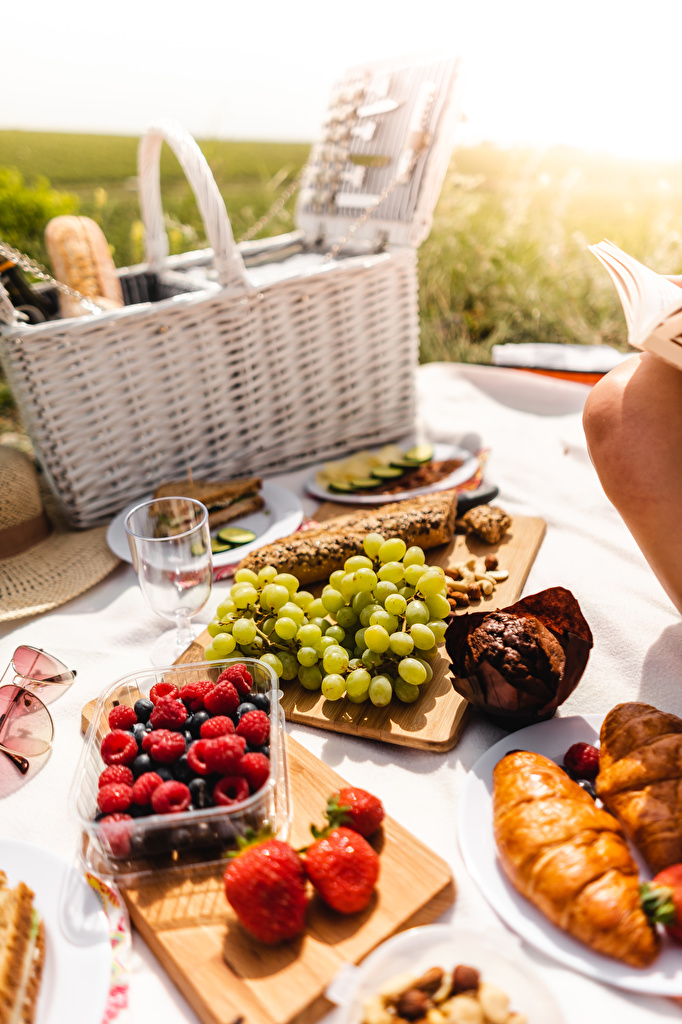 Photo Picnic Grapes Raspberry Strawberry Wicker basket Food Berry Cutting board  for Mobile phone