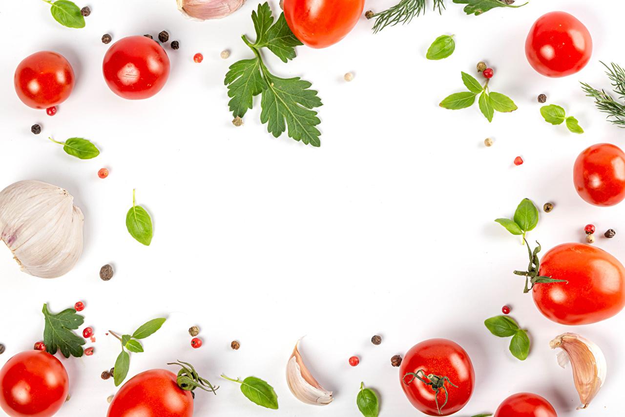 zdjęcia Pomidory Pieprz czarny Czosnek Warzywa Jedzenie Szablon karty z pozdrowieniami na białym tle żywność szablon kartkę z życzeniami Białe tło