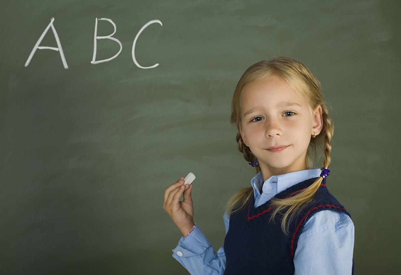 Fotos von Kleine Mädchen Schule Kinder Hand