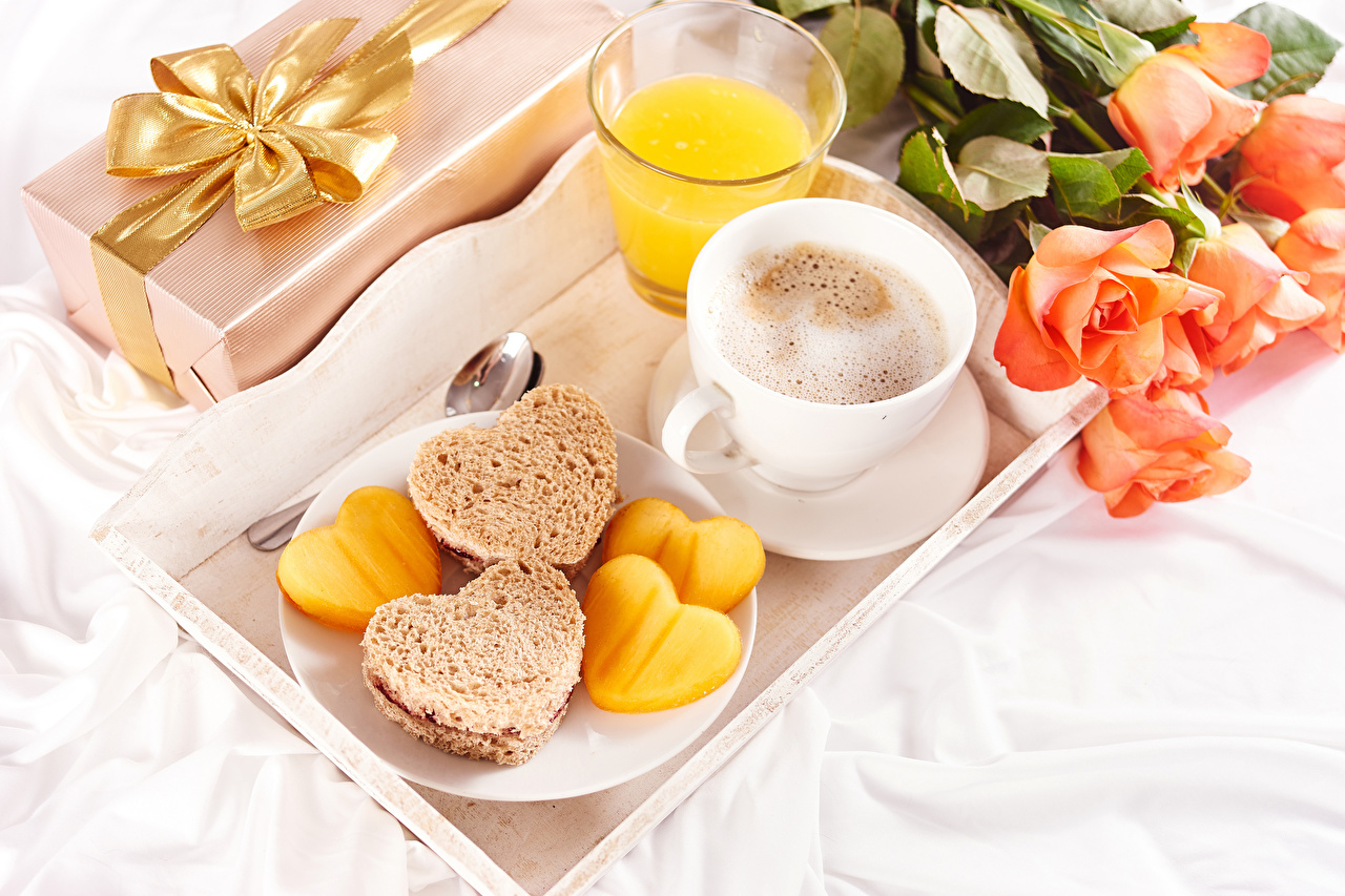 Photos Valentine's Day Heart Roses Juice Coffee Breakfast Cappuccino Bread flower Highball glass Cup Food rose Flowers