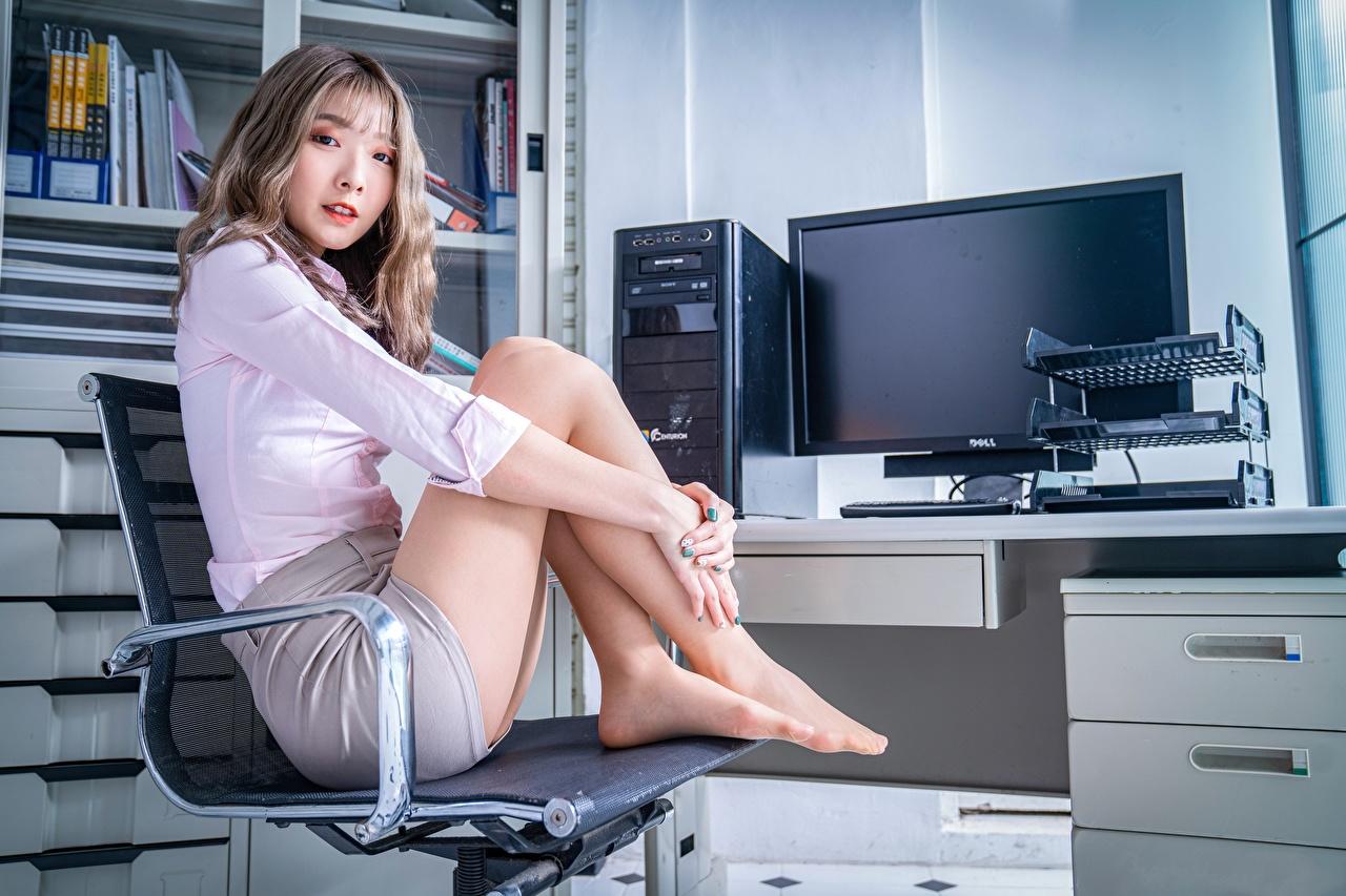 壁紙 アジア人 アームチェア 座っ ポーズ 脚 オフィス 女の子