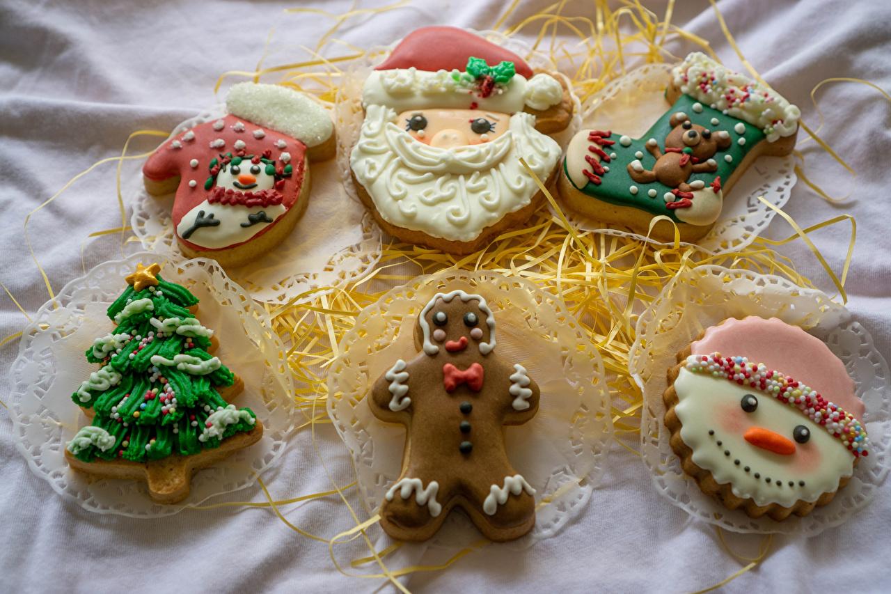 Desktop Hintergrundbilder Fausthandschuhe Socken Tannenbaum Weihnachtsmann Schneemänner Kekse das Essen Design Christbaum Weihnachtsbaum Lebensmittel