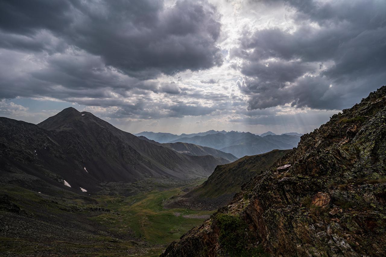 Fotos Lichtstrahl Andorra Ransol Natur Gebirge Steine Wolke Berg Stein
