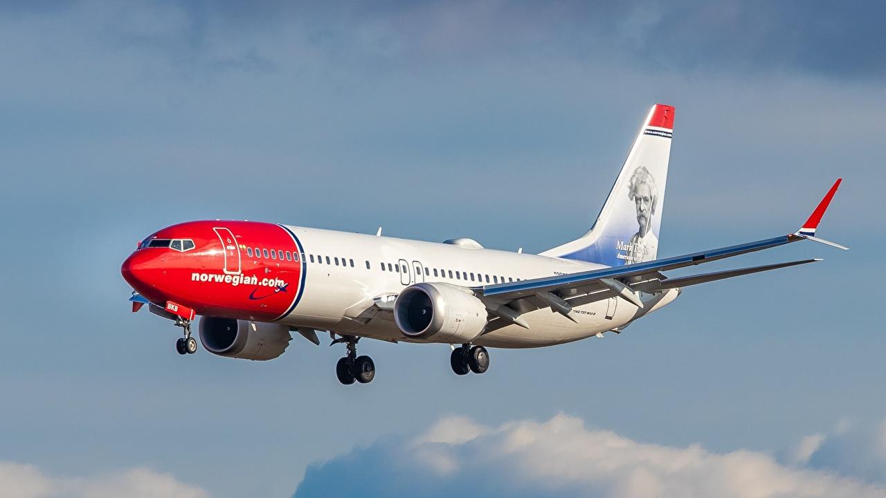 Desktop Hintergrundbilder Boeing Flugzeuge Verkehrsflugzeug Norwegian Air Shuttle 737-8 Luftfahrt