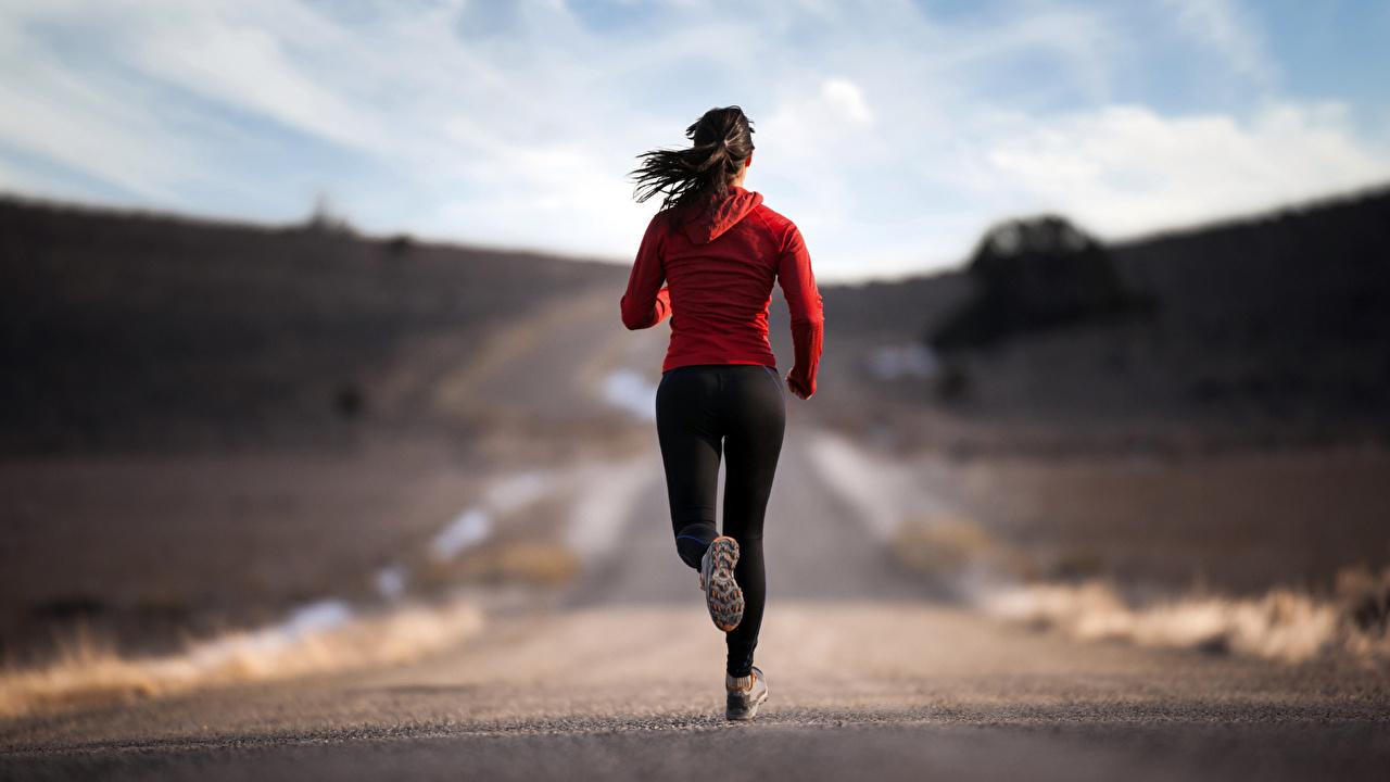 Bilder von Brünette Lauf Fitness Mädchens Straße Hinten Laufen Laufsport junge frau junge Frauen Wege
